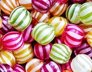 К чему снится много конфет?