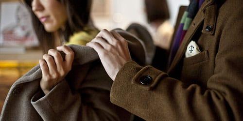 к чему снится одевать пальто
