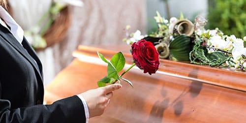 к чему снятся похороны друга
