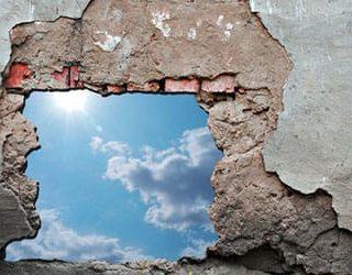 Рушится стена