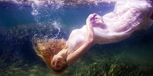 видеть во сне труп в воде