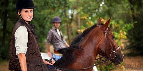 кататься на лошадях
