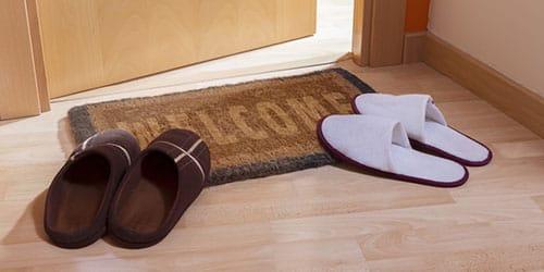 коврик у двери
