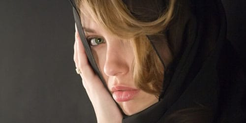 девушка в трауре