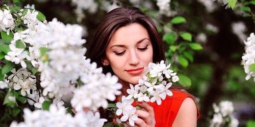 нюхать цветы