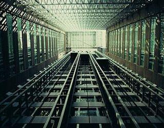 Лифт падает вниз