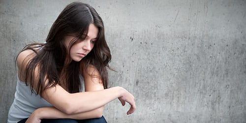 к чему снится девушка в печали