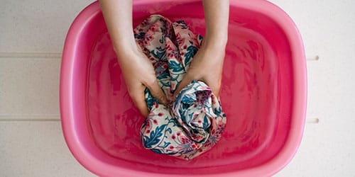 полоскать белье руками во сне