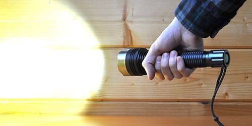 фонарь в руке