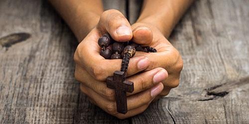 молиться