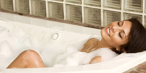 купаться в ванне