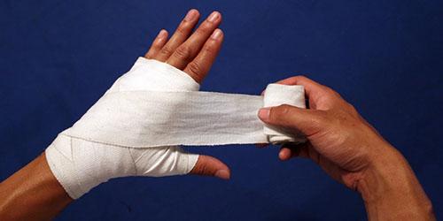 приснилось бинтовать раненую руку