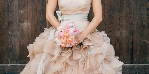 к чему снится свадебное платье бежевого цвета