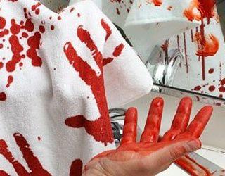 Испачкать кровью