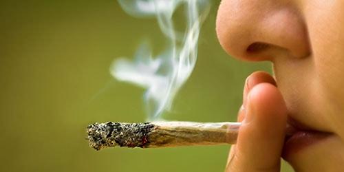 курить травку
