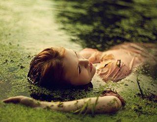 Плавать в болоте