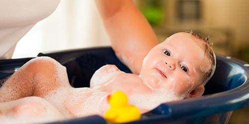 подмывать малыша во сне