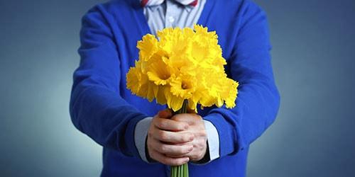 покойник дарит цветы во сне