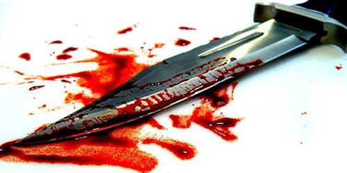 нож в крови