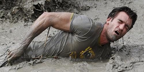 к чему снится упасть и вылезти из грязи