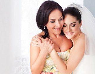 Дочь в свадебном платье