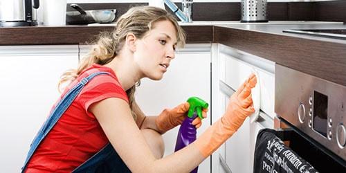 к чему снится убираться в доме умершего родственника