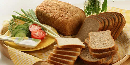 Видеть во сне хлеб - если женщина во сне ест хлеб, то ее ждут огорчения и разочарования.