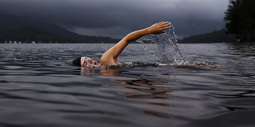 плыть против течения во сне