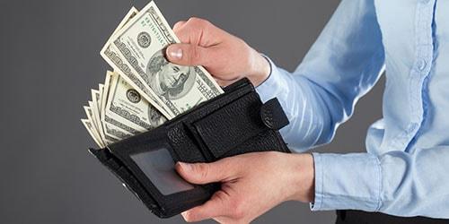 К чему снится заем, занимать деньги по соннику: полный денег кошелек — означает, что отныне вы попадете в круг, где вас будут приветствовать словами одобрения и принимать с распростертыми объятиями.