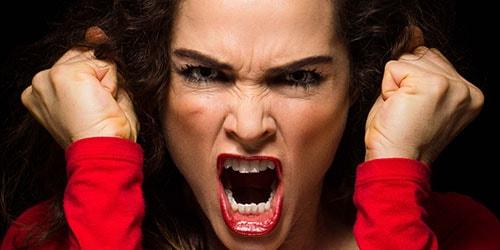 к чему снится незнакомая злая женщина