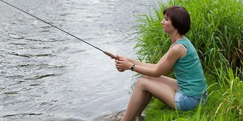 ловить рыбу женщине на удочку во сне