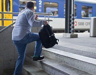 Опаздывать на поезд