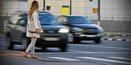 к чему снится переходить дорогу с машинами