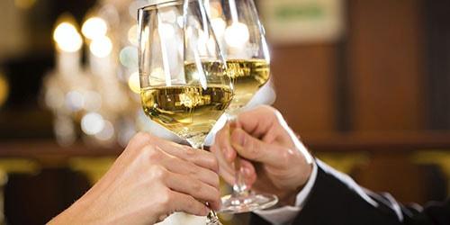 пить белое вино во сне