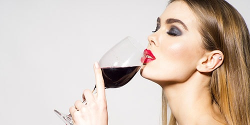 к чему снится пить красное вино