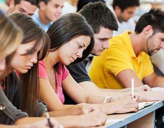 Сдавать экзамен
