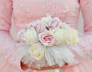 Сестра в свадебном платье