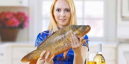 держать рыбу в руках во сне