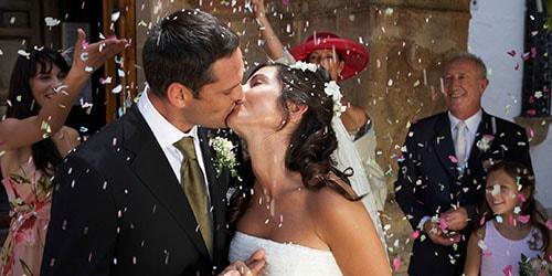 к чему снится свадьба знакомого человека