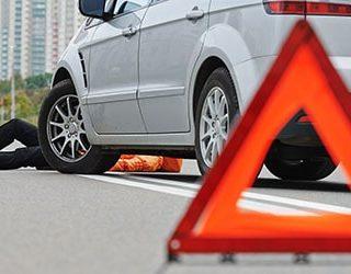 Попасть под машину