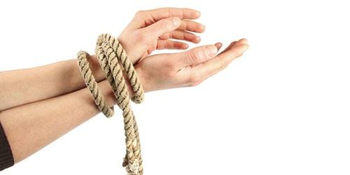связать руки