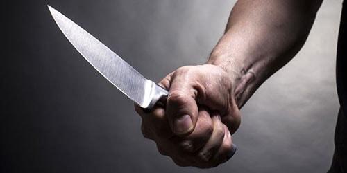 держать нож