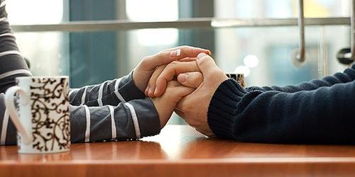 держать руки любимого во сне