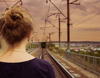 Уезжающий поезд