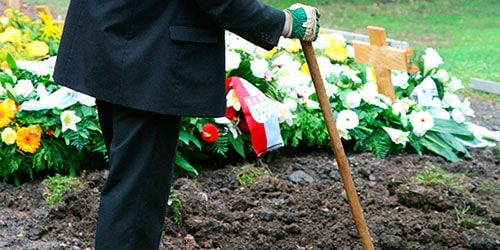 к чему снится закапывать могилу