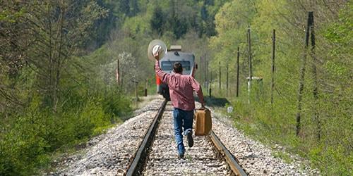 к чему снится бежать за поездом