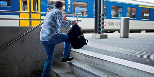 опоздать на поезд