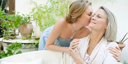 к чему снится целовать в щеку маму