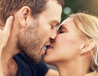Целоваться с мужем