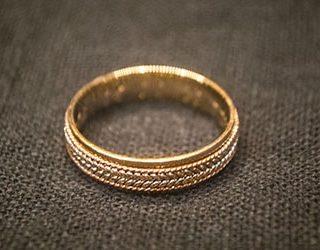 Найти обручальное кольцо